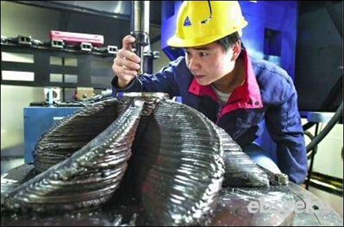 武汉使用3D打印技术造国产新战机钛合金部件